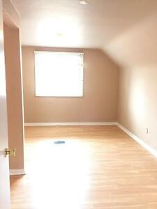 11739-122 Street - ALL INCLUSIVE! FREE RENT! 2 bed main floor! Edmonton Edmonton Area image 11