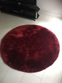 Round Red rug in excellent condition