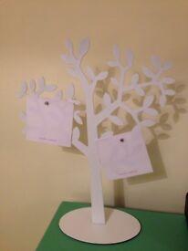Magnetic Tree: display photos etc.