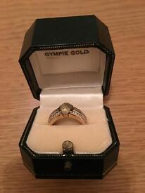 9 CARAT GYMPIE GOLD & DIAMOND RING SIZE M