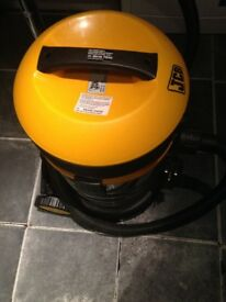 JCB 70341 Vacuum Cleaner 30 Litre, Stainless Steel 1500W
