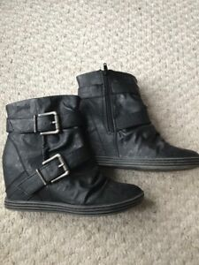Size 8 Blowfish women's black wedge leather booties