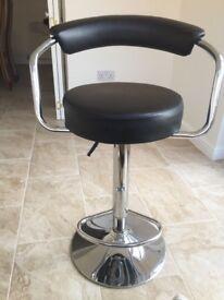 Kitchen/ bar / breakfast gas lift swivel stools