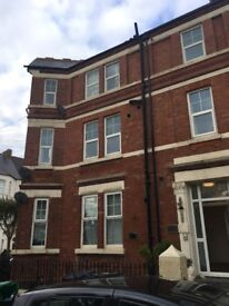 2 Bed Flat For Rent - Bright And Spacious - With Sea View!