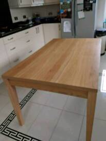 Oak wood 6 seater dining table in mint condition