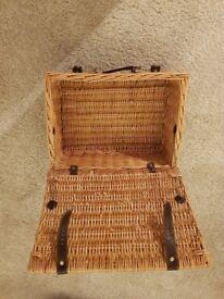 Storage case picnic wicker basket