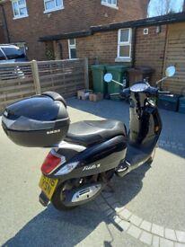Black Sym Fiddle III 2016 125cc with Helmet Box