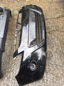 Hyundai i20 genuine front bumper 2011 can post have headlight also