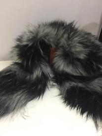 TOPSHOP - Black and white faux fur collar / scarf - brand new