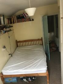Double room, central house share, 390 inc bills. 2 minutes from town, beach and close to station