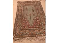 Handwoven Turkish traditional rug with fringes 135cm x 90cm quality item
