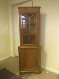 ELEGANT WALNUT FREESTANDING CORNER CUPBOARD with shelves and glass front