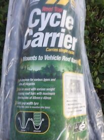 MAYPOLE CAR ROOF MOUNTED UPRIGHT CYCLE BIKE CARRIER 15KG still in the rapper.