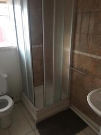 En suit Room to rent £80 per week