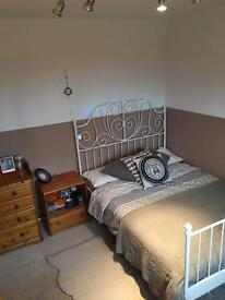 Cosy Double room which is furnished and has storage nice view over field with horses