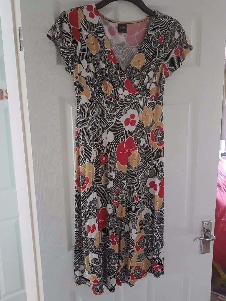 Maternity clothes sizes 1012in Croydon, LondonGumtree - Lots of maternity clothes sizes 10/12. Several photos attached but lots more. Blue/black jeans £4 Jumpers £3 T shirts £2 Vest tops £2 Leggings £2 Cords £4 Dress £4 Black work trousers £3 Mixture of casual and office wear