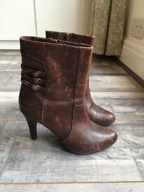 Emilio Lucas brown boots