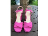 "Brand new ""Top Shop"" Size 6......4+1/2"" heeled shoes"