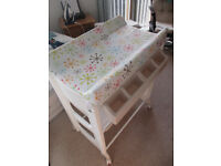 Baby changing table (Cosatto Easi Peasi)