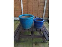 2 large glazed plant pots