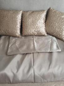 Single Duvet Cover & Matching Cushions