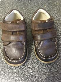 Toddler Clark shoes size 6G