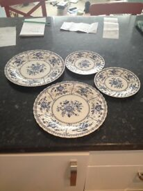 Set of 4 Plates (2 Dinner Plates, 2 Side Plates)