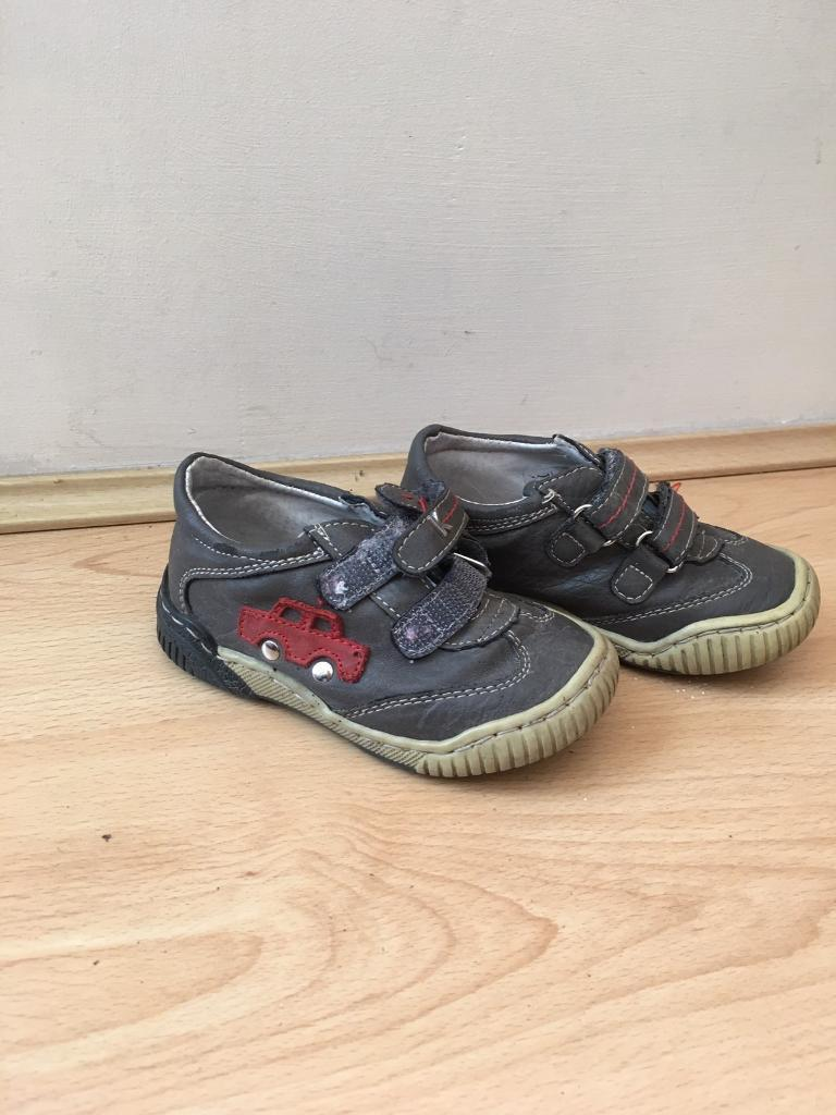 Boys kids shoes size 6 very good condition