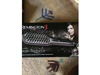 Remington hair straightening brush . In excellent condition. Boxed but damages at the end