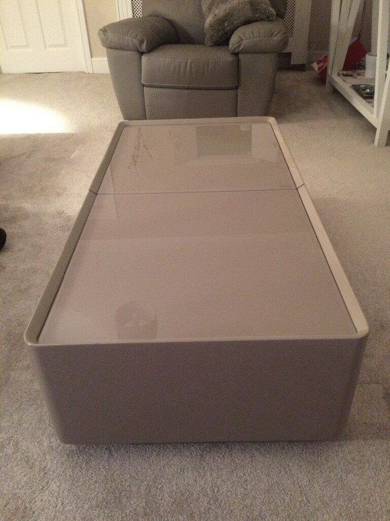 Quality Contemporary Coffee Table Dvd Storage In New Condition Ideal Present