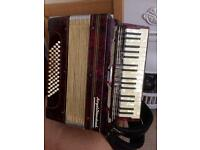 Royal Standard 60 bass accordion