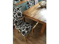 Glasswells oak table and 6 chairs