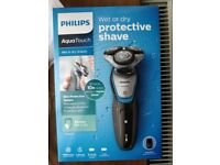 Phillips Aquatouch mens Shaver Wet or Dry S5400/06 Sealed New
