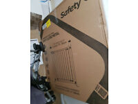 Cuggl Easy close Metal Gate - Originally £20 - U-Pressure Fit Safety Gate - Like New