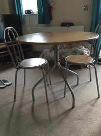 Table & chairs x 4