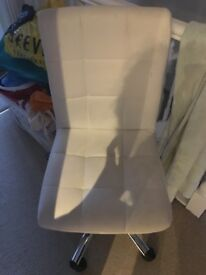 White leather chair (swivel)