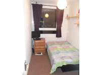 Single Room for rent £125, Oval Tube station, Zone 2