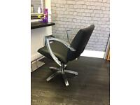 Black hairdressingchair