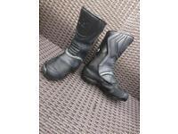 Size 5 NITRO unisex motorbike boots.