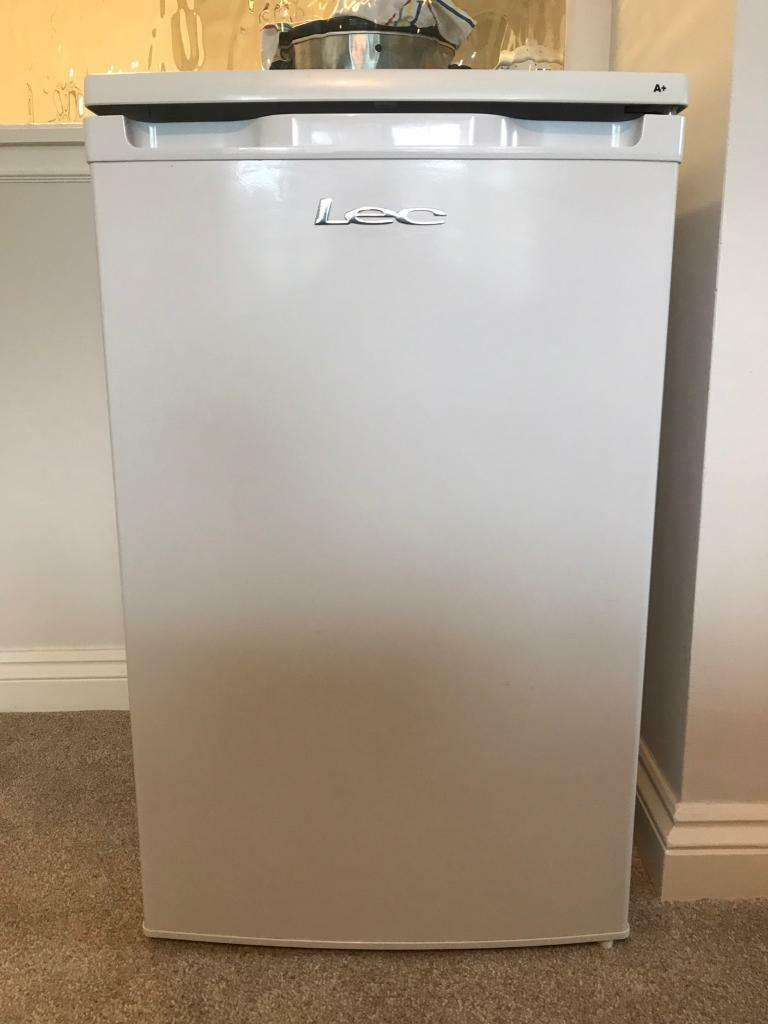 Lec fridge with freezer compartment