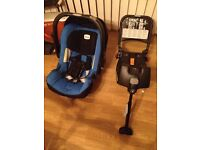 NEW BORN CAR SEAT BRITAX BLUE AND BLACK AND ISO FIX BASE