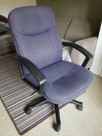 Office / Computer Chair - Arms, adjustable height,tilt back