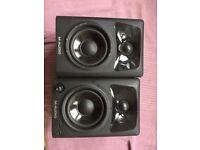 M-AUDIO AV32 speakers