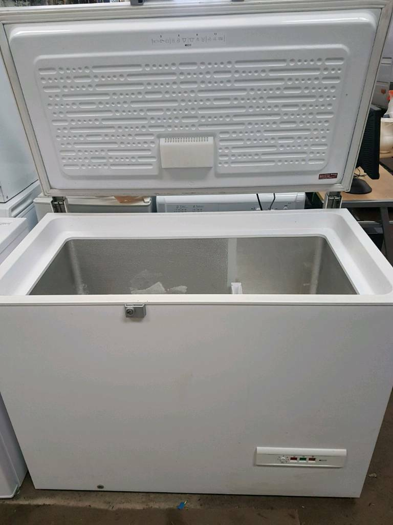 Chest freezer hotpoint for sale good clean conditions
