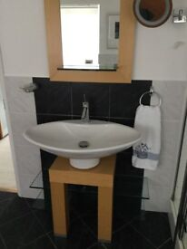 Excellent bathroom wash basin assembly with mirror, Villroy and Boch, excellent condition