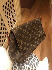 Louis Vuitton Women's Handbag