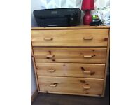 2 matching chest of drawers