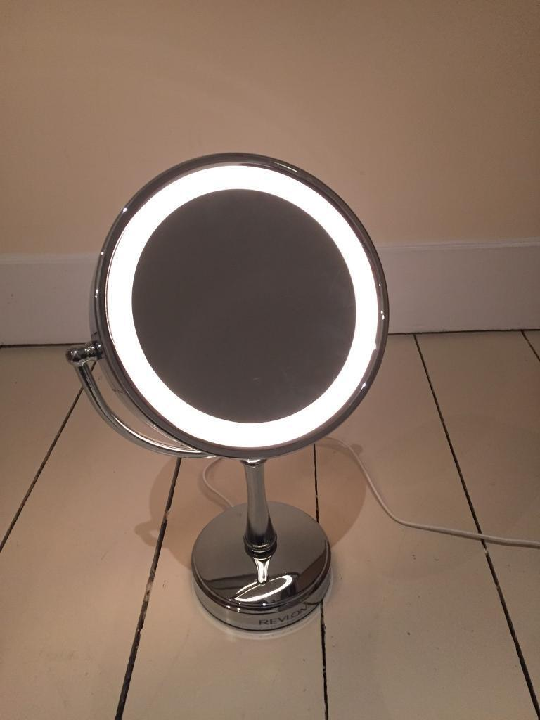 Revlon light up magnifying mirrorin Shepherds Bush, LondonGumtree - Great condition two sides Revlon make up mirror. Magnifier on one side. Cash on collection