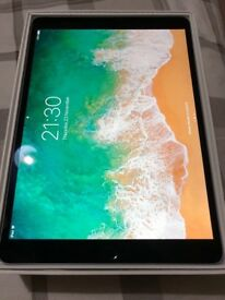 Like brand new iPad Pro 10.5 64gb space grey WiFi + O2