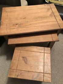 Nest of coffee side tables